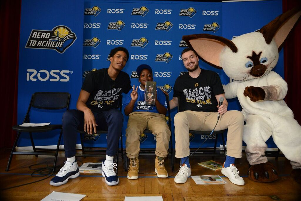 Warriors players read with students